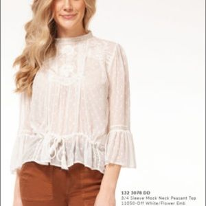 NWT Dex top in ivory